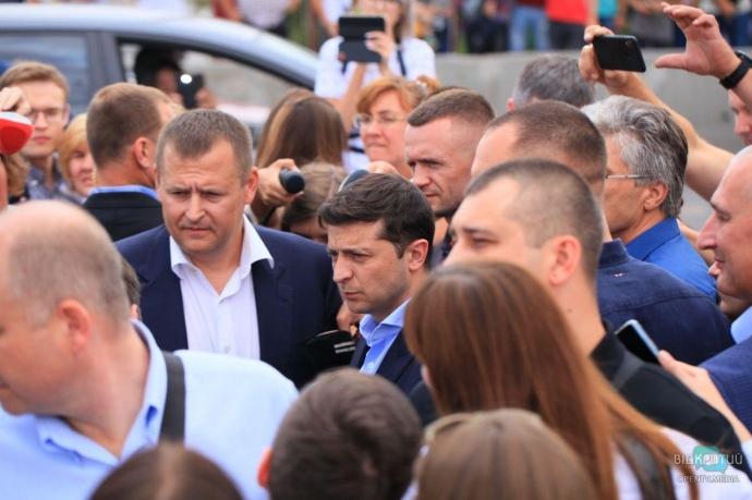 """""""Зробити це до 14 вересня, або на вихід з речами"""": Зеленський у Дніпрі поставив жорсткий ультиматум меру"""