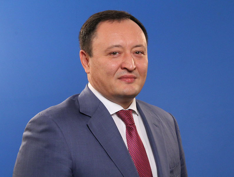 """Майже 35 млн! Екс-губернатора Запоріжжя підозрюють у """"брехливій """"декларації"""