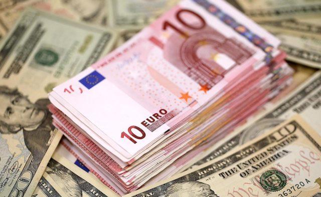 Долар перетнув психологічну позначку: Курс валют на сьогодні