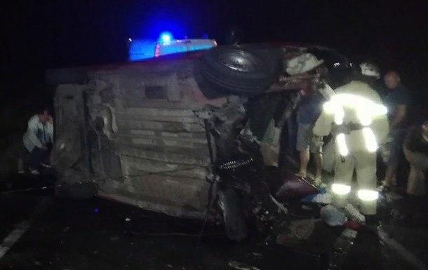 Батько і діти загинули, мама в реанімації: ДТП у Миколаївській області вразила всю Україну