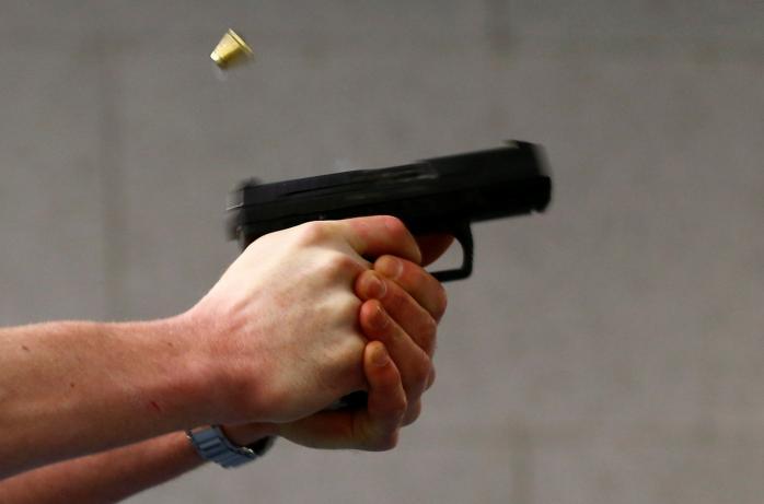 Смертельні ревнощі: під Києвом після спроби подвійного вбивства юнак наклав на себе руки у відділенні поліції