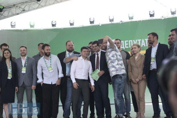 """""""З нетерпінням чекаю нашої першої зустрічі"""": Зеленський тепло звернувся до нового прем'єр-міністра"""