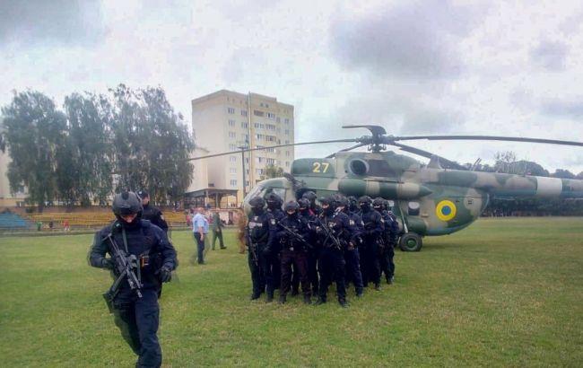 Що відбувається? На виборчий округ Пашинського направили вертоліт з поліцейським спецназом