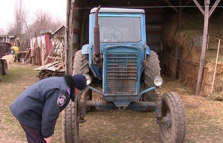 Поки батьки збирали сіно на городі: У Чернівцях сусід-тракторист переїхав 5-річну дівчинку