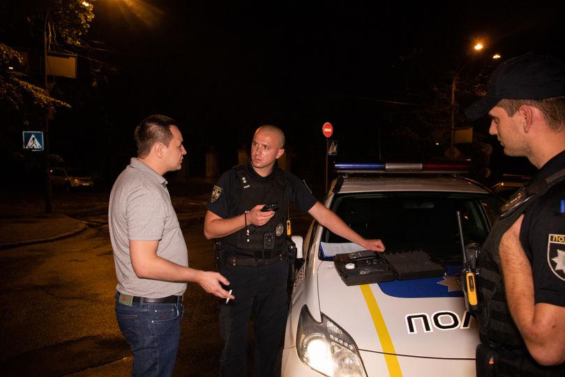 Президента на вас нема: У столиці п'яний водій погрожував поліцейським зв'язками із Зеленським