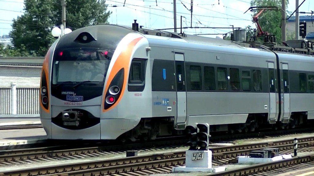 """Вічно з ними щось не так: На вокзалі у Миколаєві загорівся швидкісний поїзд """"Інтерсіті"""""""