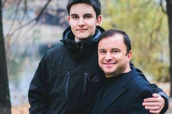 """""""Сильно поправився, важко рухатися"""": Стало відомо, як живе 20-річний син Віктора Павліка після хвороби"""