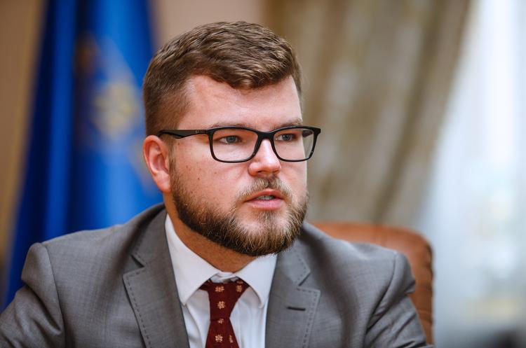 Цього вистачило б на 364 пенсії українцям: Глава Укрзалізниці за 2018 рік отримував 570 тисяч щомісяця