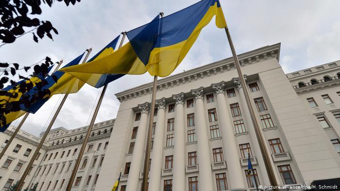 """В Офісі Президента """"загубили"""" заяву про відставку Богдана. Що відбувається"""