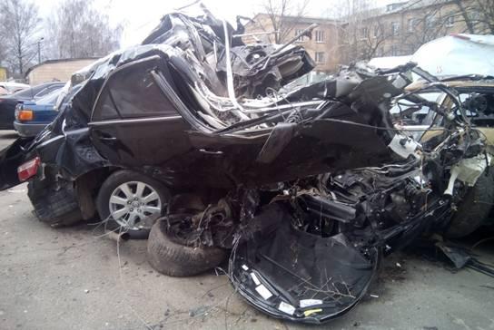 Страшна трагедія забрала життя кількох людей. Машину перевернуло
