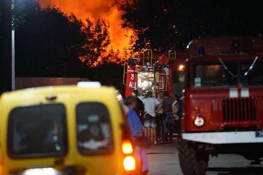 Зібрав три валізи з грошима і втік: власник згорілого в Одесі готелю раптово покинув місто