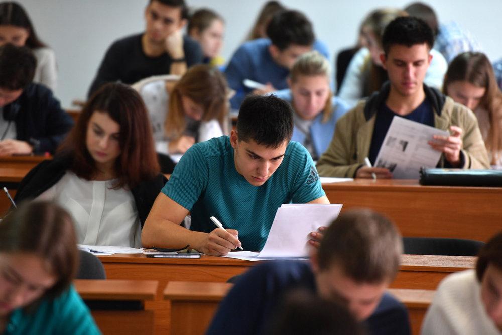 Це відіб'ється на кожному студенті! В Україні готують зміни для вузів. Вчитися зможуть не всі