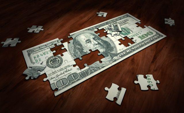 """Долар """"добиває"""" гривню: курс валют на 24 серпня. Зелений знову бере гору"""