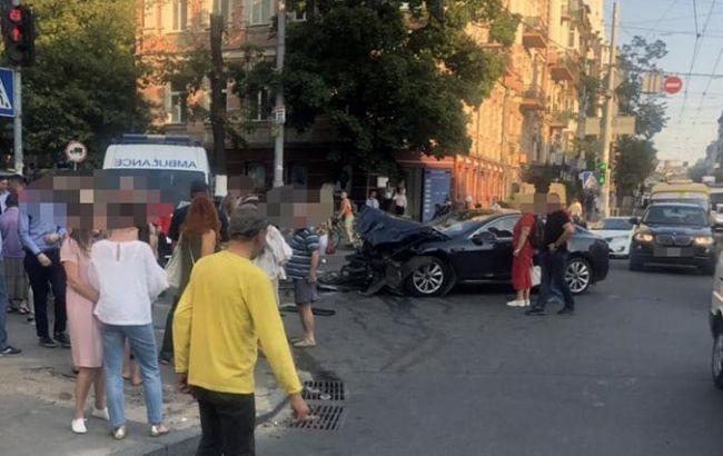 Моторошна ДТП в центрі Києва: водій в'їхав у натовп. Кількість постраждалих збільшилася