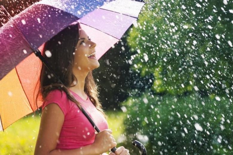 У кого проливні дощі, у кого нестерпна спека: яка погода буде в Україні вже завтра