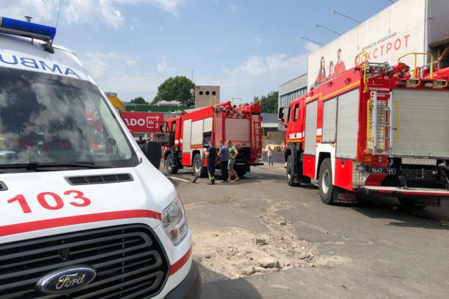 Вогонь поширився блискавично: у Київському ТЦ трапилася жахлива катастрофа. Подробиці моторошної НП