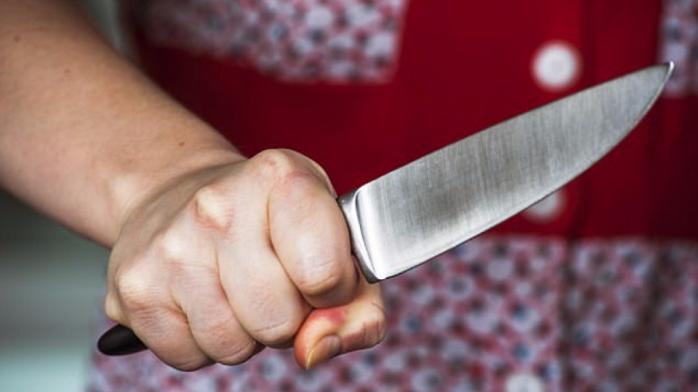 Жорстоке вбивство: на Рівненщині жінка відтяла голову чоловіку та намагалась розчленувати тіло сокирою