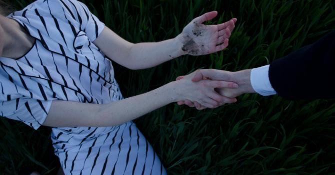 Закрив рота рукою і затягнув у гущавину: На Кіровоградщині невідомий зґвалтував дитину