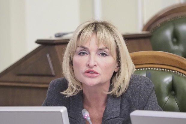 Долар по 100 вже завезли? У Мережі кепкують з Ірини Луценко. Не можна так з українцями
