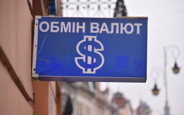 До чого призведе брак долара? Українці розкупили майже всю валюту