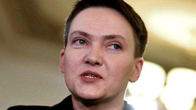 """""""А чому не поцілувала (з'їла), як Ляшко?"""": у мережі висміяли Савченко через фото на полі"""