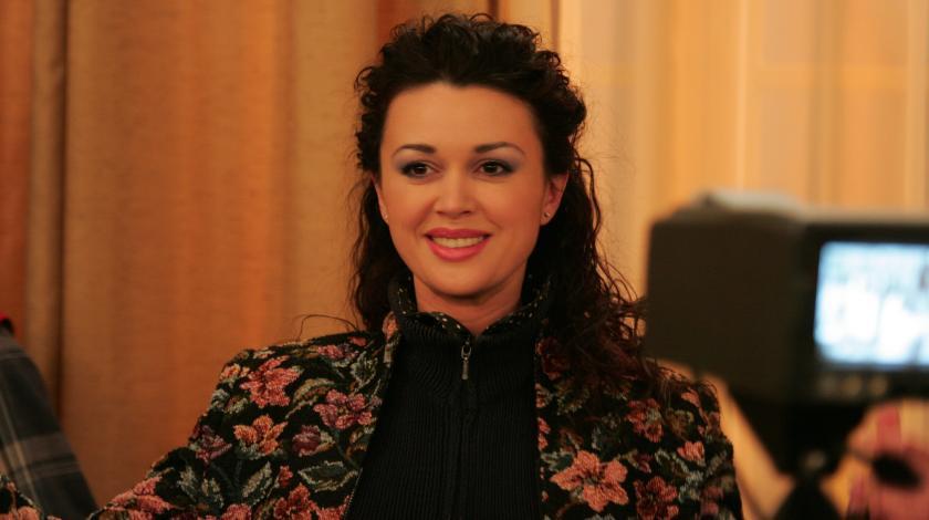 Погладшала на 20 кілограмів: лікар розповів про стан Анастасії Заворотнюк