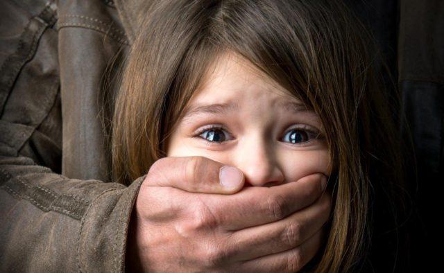 Три роки знущань: Хлопець кілька років ґвалтував маленьку сестру. Жителі Харкова в шоці від такої жорстокості