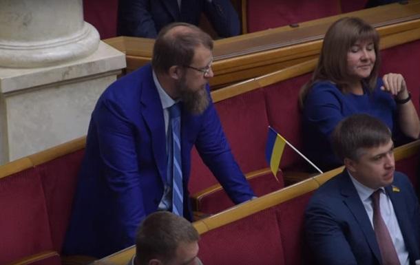Журналісти зловили депутата нової Ради на кнопкодавстві: історія отримала скандальне продовження
