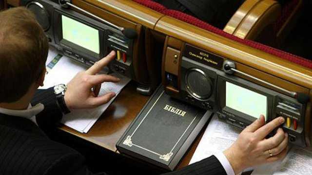 Обіцянки цяцянки: У «Слузі народу» передумали позбавляти мандатів за «кнопкодавство»