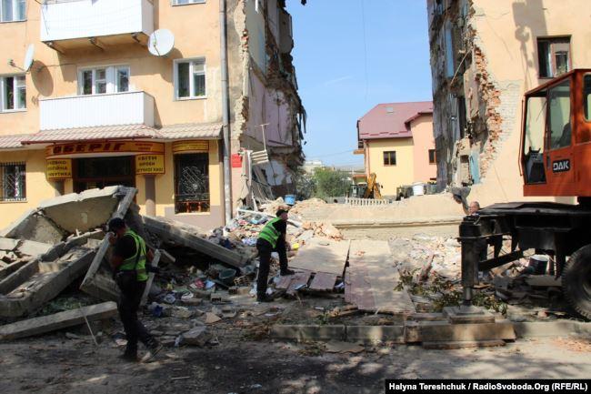 """""""Не бігатиму за кожним, кому не подобається"""": У Дрогобичі розгорівся скандал з жителями обваленого будинку"""