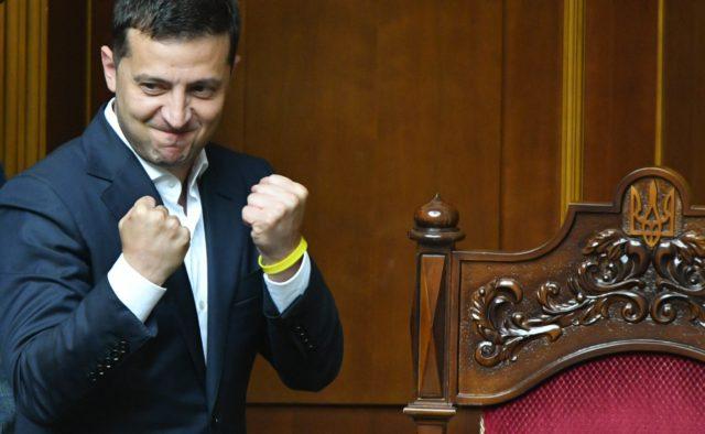 «Це тільки початок, не перемикайтеся!»: Зеленський потужно звернувся до українців після тріумфу в Раді