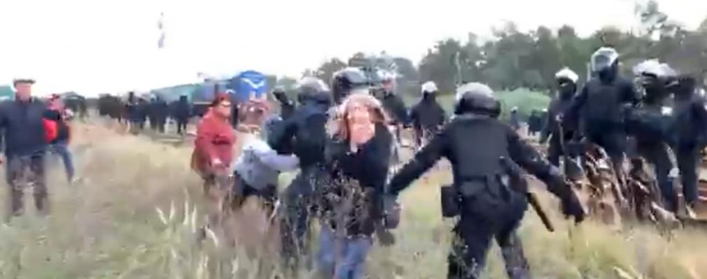 """""""Третя спроба прориву. Знову підтягуються тітушкі"""": агресивна блокада вугілля на Львівщині. Є поранені!"""