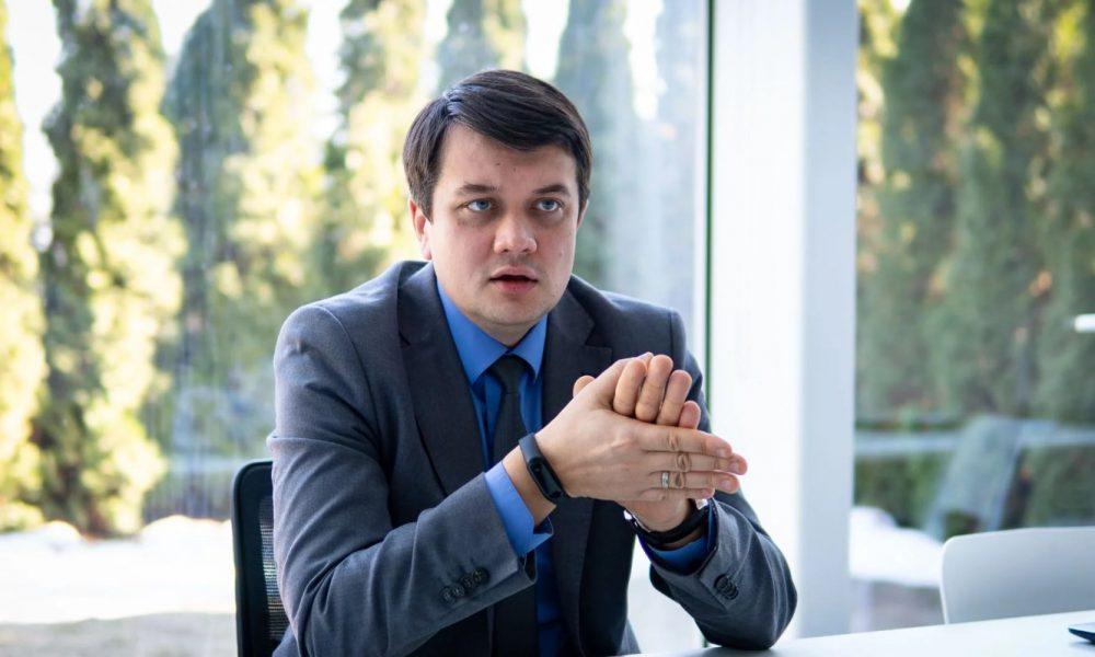 Забрати у депутатів закордонні паспорти! Розлючений Разумков все сказав. Це вам не жарти