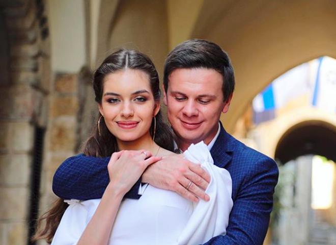 Дружина Комарова вразила відвертим вбранням на тижні мод