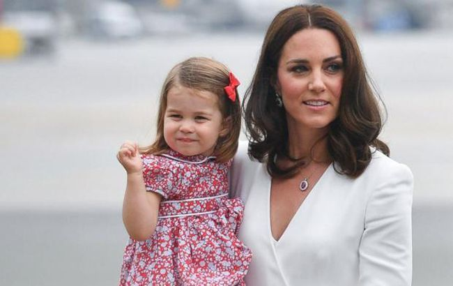 Буде дівчинка! Принцеса Шарлотта розсекретила цікаве «становище» Кейт Міддлтон – ЗМІ