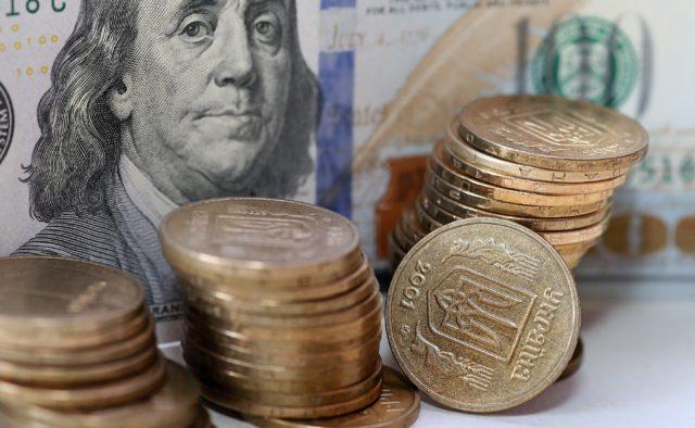 """Гривня отримала """"нокаут"""" від долара: курс долара на 12 серпня. Українці в розгубленості"""