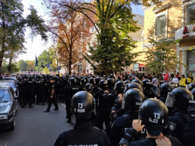 Нападали на учасників і билися з поліцією: У Харкові під час Маршу рівності не обійшлось без постраждалих