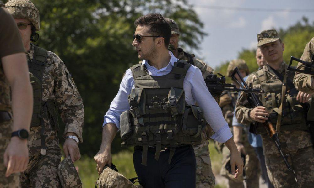 """Зеленський дозволить українцям законно """"відкосити"""" від армії: всі подробиці"""