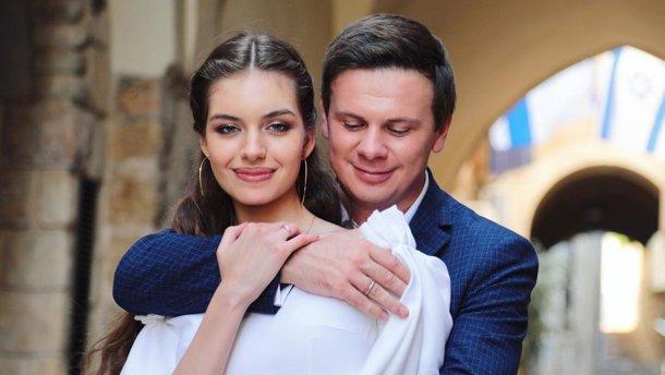 """""""Вже більше місяця"""": молода дружина Дмитра Комарова розповіла про темні часи для їх стосунків. """"Не так відчутно вже"""""""