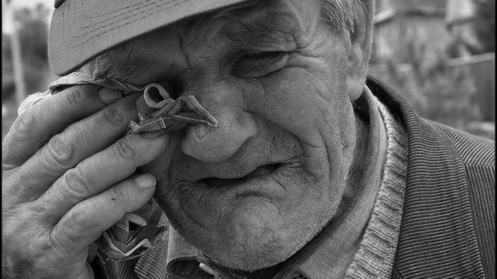 """""""Голодний і без ліків"""" : На Волині дідуся після інсульту вигнали на вулицю. Не мав грошей"""