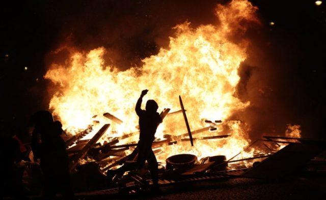 Демонстранти поплатилися життям: поліція розстріляла десятки людей. Подробиці жахливої трагедії