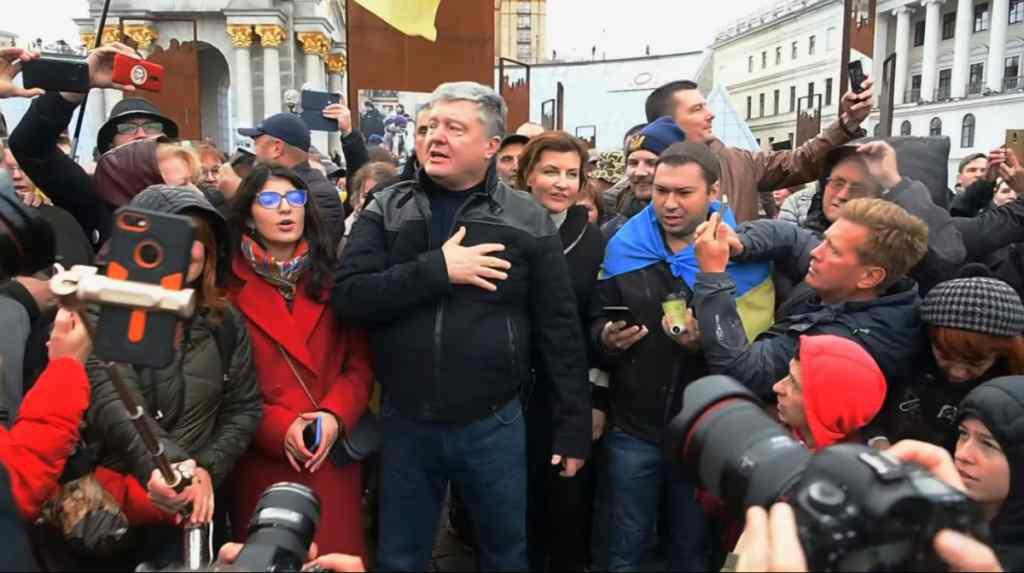 """""""А хто буде розхитувати човен?"""": Порошенко в День захисника України """"прохолоджується"""" в Лондоні"""