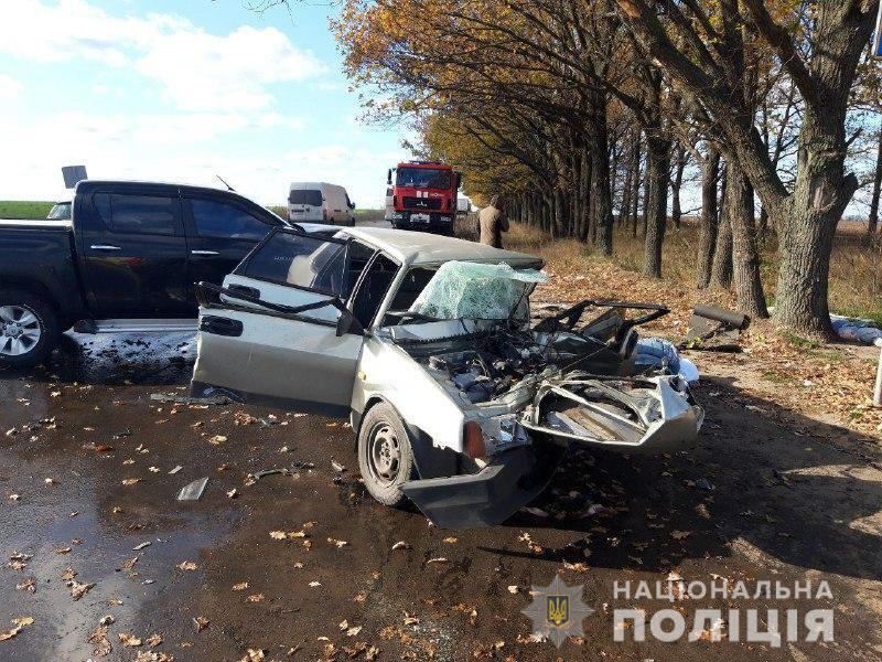 """""""Передня частина легковика повністю знищена"""" : На Донеччині в страшній ДТП загинуло подружжя"""