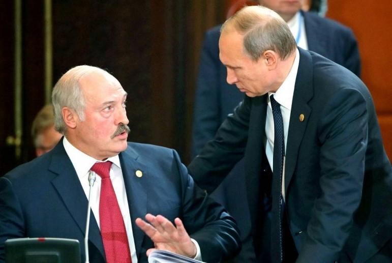 Слова Лукашенка обшпарили Путіна, в Кремлі втратили дар мови: «Ми готові ввести війська в Україну»