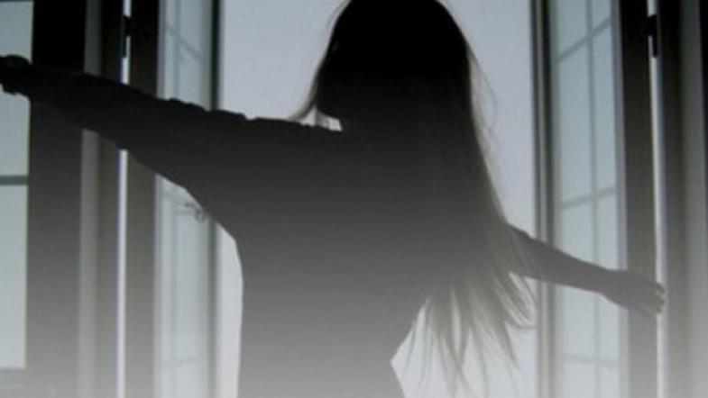 """""""Розігналася і…"""" : У столиці посеред білого дня з вікна школи вистрибнула семикласниця"""