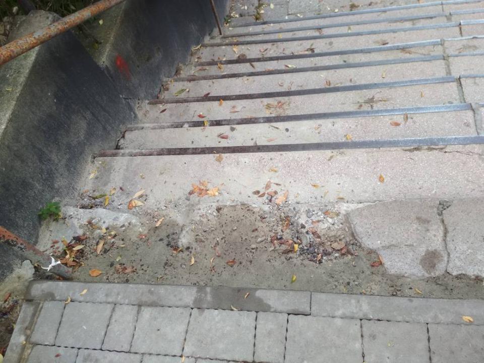 #СадовийвідремонтуйЛьвів: будемо падати через таку сходинку? Не вистачило духу закінчити роботу якісно
