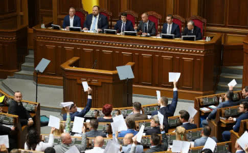 Держфінансування не буде! Зеленський забрав гроші у депутатів. Закон прийнято