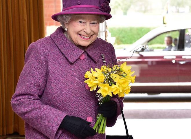 """""""Не звикла скаржитись"""": королева Єлизавета II потребує термінової операції"""