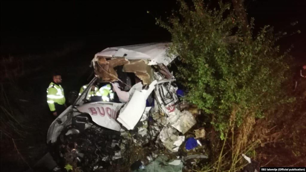 В Румунії внаслідок лобового зіткнення пасажирського автобуса з фурою загинули 10 людей