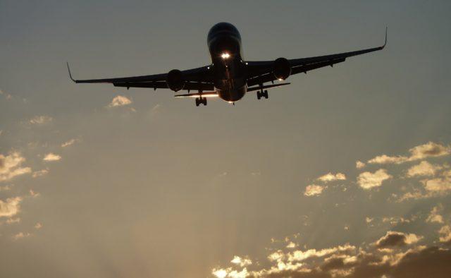 """""""Вижити не вдалося нікому"""": літак з людьми вибухнув під час польоту. Президент зробив важливу заяву"""